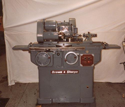 Brown & Sharpe, No. 814U, Valuemaster, Dresser, L & R Spindle, Extra Tooling, Excellent, 1973