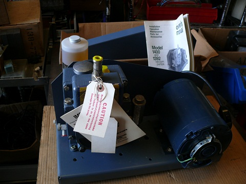 1 CFM, Welch, Welch 1400b duoSeal vacuum pump. NEW in the box vacuum pump with manual, and oil.