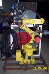 Fanuc ArcMate 100i comes complete with Lincoln PowerMate 450 MIG welding source, MIG gun and breakaway clutc
